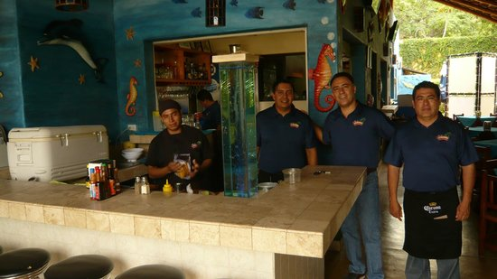 Mariscos Las Tres Islas: the only thing better than the food is the service