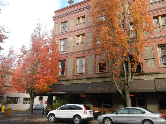 McMenamins Hotel Oregon : Street view of the hotel