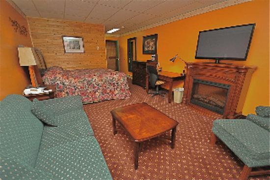 Pinewood Motor Inn: A Deluxe Room
