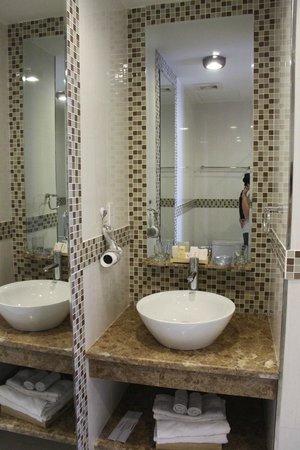 VaiA Boutique Hotel: Nice, clean bathrooms