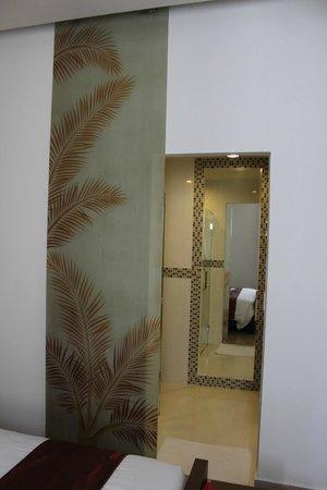 VaiA Boutique Hotel: Modern doors
