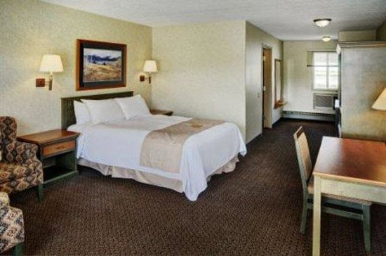 Lakeview Inn & Suites Hinton: Queen Guestroom