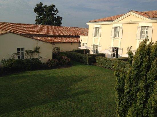 Château Cordeillan-Bages : hotel coté jardin