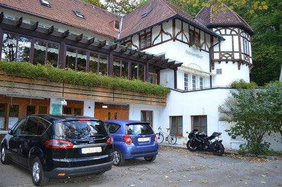 Schlossrestaurant Neuschwanstein: парковка на территории отеля