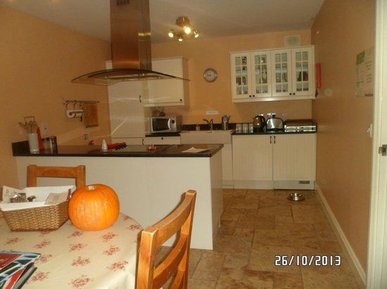 Decoy Country Cottages: perfect kitchen/dining with all mod cons incl dryer & washer