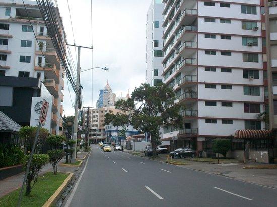 Hotel el Parador : You can see the hotel at the end of the road, puedes ver el hotel al final del camino.