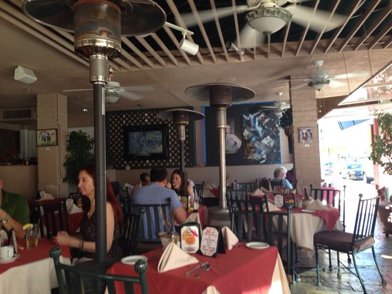 Cafe Des Beaux-arts: Outside Dining Area