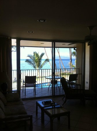 The Hale Pau Hana : View from living space looking out to the patio