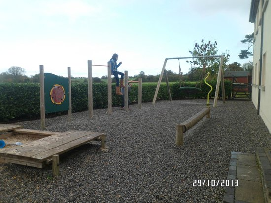 Decoy Country Cottages: Play area