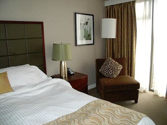 Pacific Gateway Hotel at Vancouver Airport: Room