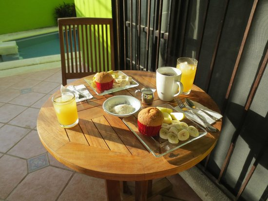 Los Alcatraces: One of the typical breakfasts.