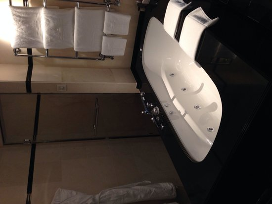 Hotel Adlon Kempinski : Junior svit bubbelbad