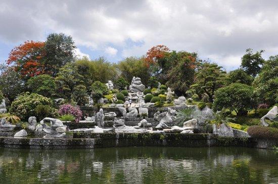 حديقةصخرةالمليون سنة ومزرعة التماسيح
