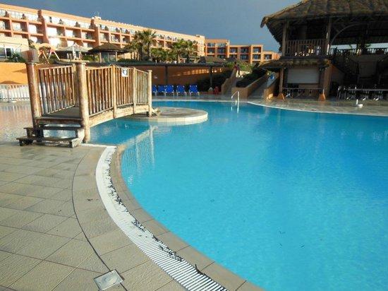 Ramla Bay Resort : kompleks basenów na terenie hotelu