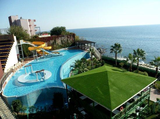 Granada Luxury Resort & Spa: Бассейн с горками
