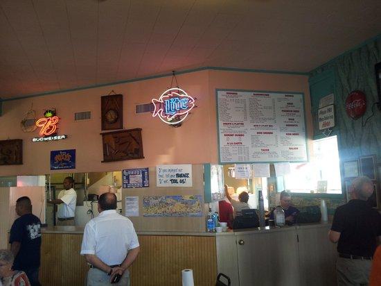 Shrimp & Stuff Restaurant: Interior.