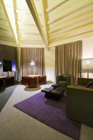 Radisson Blu Hotel, Madrid Prado: Suite - living area