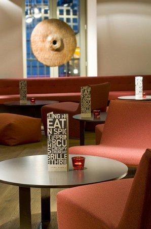 Radisson Blu Hotel, Madrid Prado: Bar/Lounge