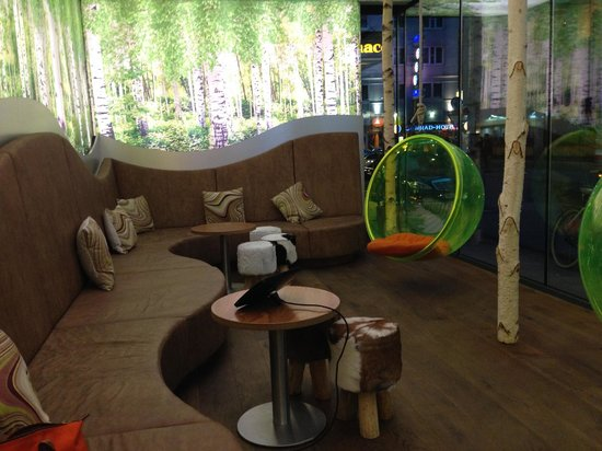 Cocoon Stachus : Lobby area with iPad for guests to surf the internet