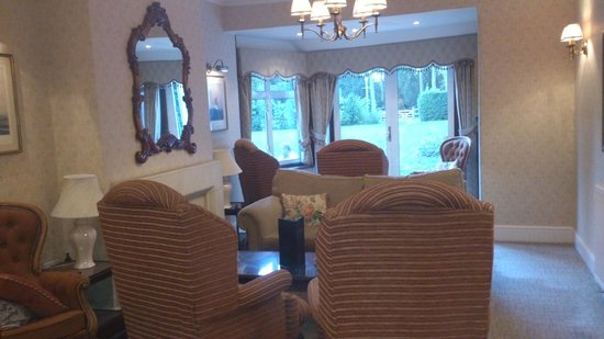 The Moorhill House Hotel: Small lounge leading to garden. Another lounge is being refurbished