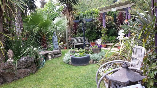 Seas The Day B&B: beautiful gardens to relax in