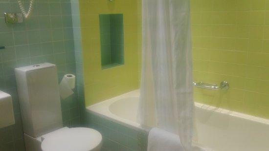 Hotel Albani Roma: Banheiro amplo e muito limpo