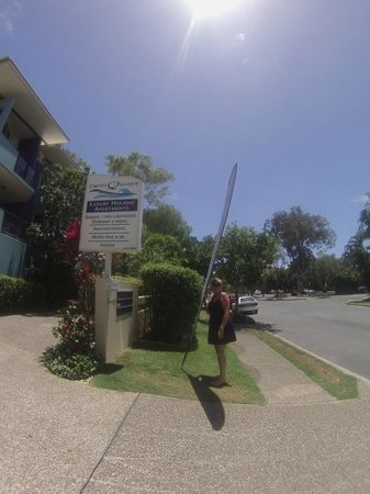 Twin Quays Noosa: Entrance to Twin Quays Apartments - Noosaville