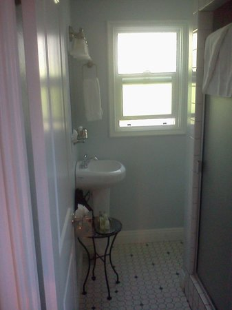 Beach Bungalow Inn and Suites: Bathroom