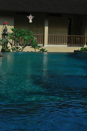 Jati 3 Bungalows: Pool a close view