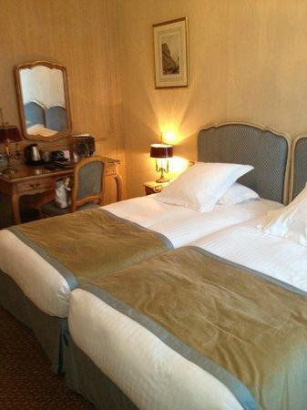 Hôtel Splendid Etoile : Apartamneto - primeiro quarto