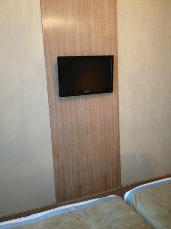 Hôtel Splendid Etoile : televisao do primeiro quarto