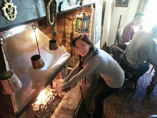 Drusilla's Inn: Big fire in the pub