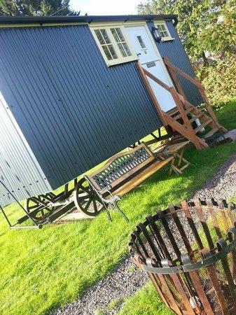 Drusilla's Inn: Exterior hut