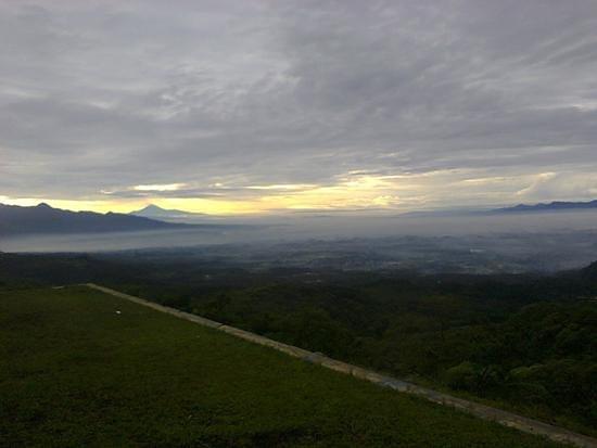 Tasikmalaya, Indonesia: Pesona Pemandangan dari atas Kawah Galunggung
