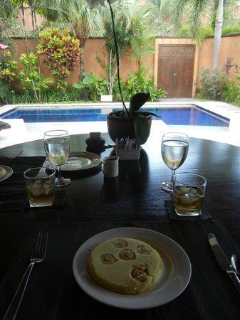 The Kunja Villas & Spa: Best way to eat.