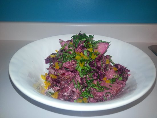 Twisted Dishes Cafe: fresh roasted beet and fig salad...only one of our many selections
