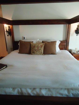 Wedmore Place: Westphalia Room - Great Bed!