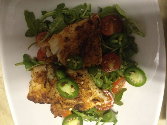 LuLu's at The Thompson House : Grilled grouper with spicy habenero tomato jam and arugula
