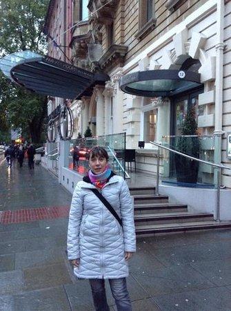 Ambassadors Bloomsbury: acceso del hotel