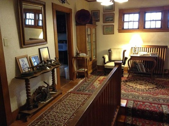 Old Iron Inn Bed and Breakfast: This is the space at the top of the stairs.  There is a little sitting room w/ a frig to the lef
