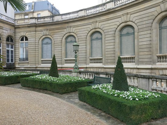 Musee Jacquemart-André : View of garden wall