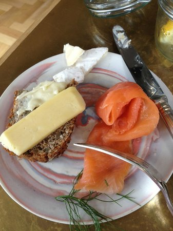 Majeka House : smoked fish, cheese & bread: breakfast buffet, my selections