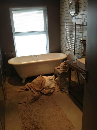 Majeka House : Bathtub in Mountain View suite (also has shower)