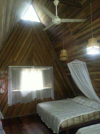 Nice cabina's from inside: beautiful wood! Clean and good beds!