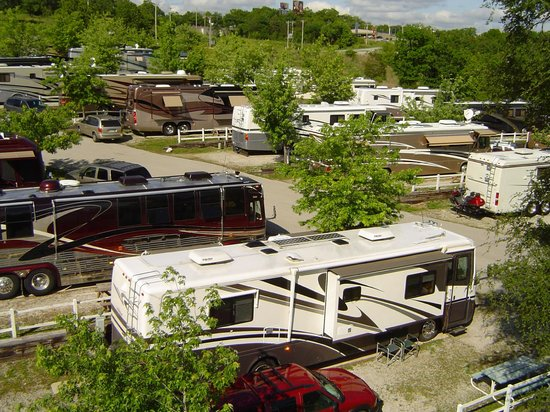 Branson KOA: Wide RV Sites