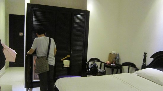 Bizu Hotel District 1: 衣櫥及冰箱