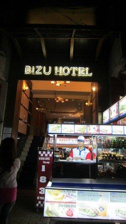 Bizu Hotel District 1: 飯店門口