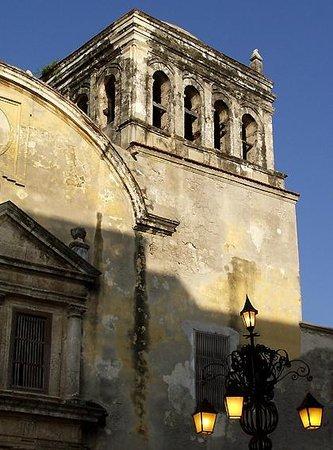 Les Lezards Bed & Breakfast: Iglesia de Santo Domingo