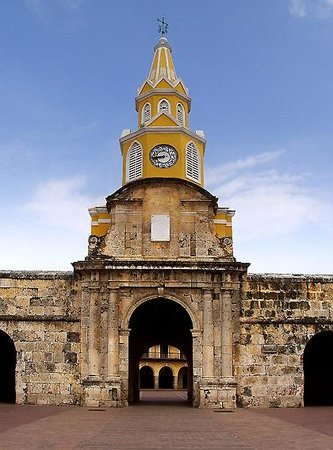 Les Lezards Bed & Breakfast: Puerta del Reloj