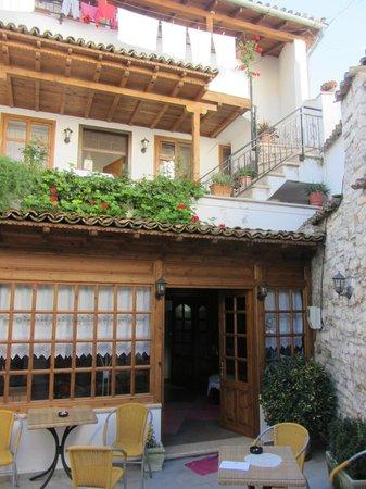 Hotel Osumi: внутренний двор отеля